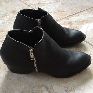UNIONBAY black ankle boots. Size 9